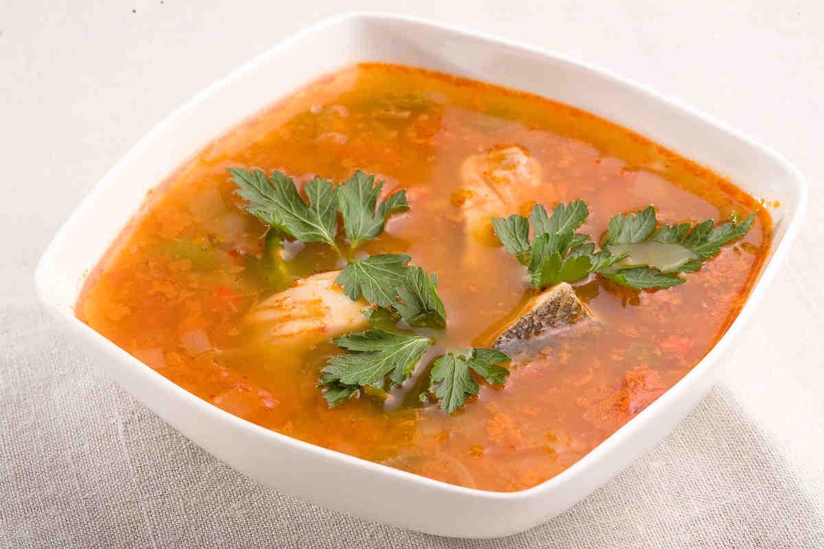turecka-zupa-rybna-z-labraksa